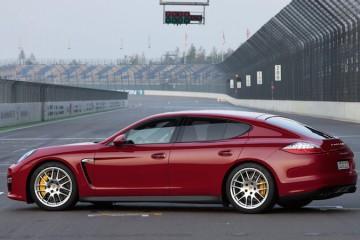2013-Porsche-Panamera-GTS-side