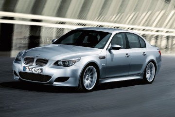 BMW-M5-(E60)-1